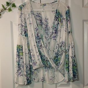 🌿Absolutely Gorgeous Must Have Top🌱